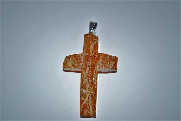 Rå rav let poleret korsvedhæng