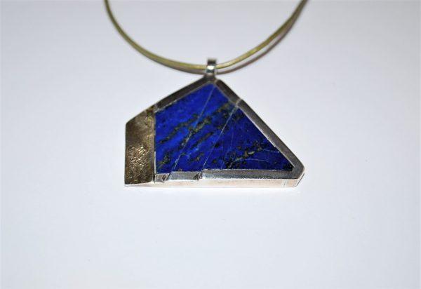 Vedhæng med 18 kt og special slebet Lapis Lazuli