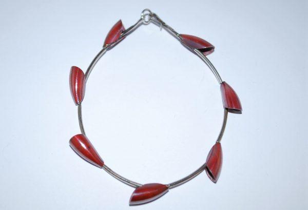 """Armbånd i sølvrør med led af """"Tulipan bruneret sølv."""