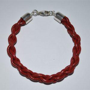 """Armbånd i rødt læder """" 4 Flet"""" med oxyderet 925s afslutning og karabinlås."""